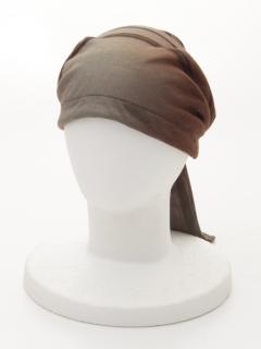 タック被りヒモ帽子