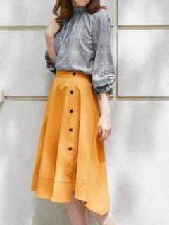 サイドボタンイレギュラーヘムスカート