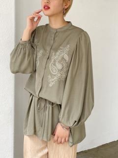 バンドカラー刺繍ルーズシャツ