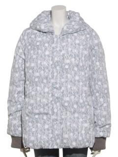 しんしんと降る雪の総柄プリント中綿ジャケット