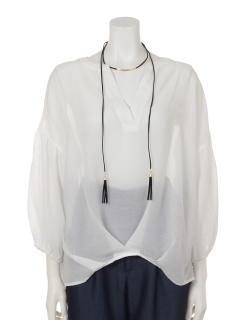 チョーカー付ボリューム袖スキッパーシャツ