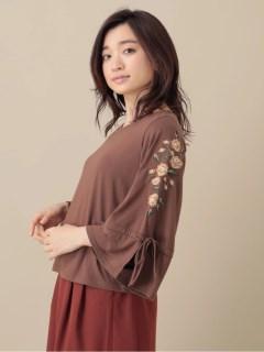 【AIX LES BAINS】袖刺繍Vネックプルオーバー