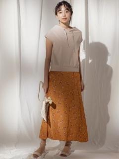 スモールフラワープリントサテンスカート