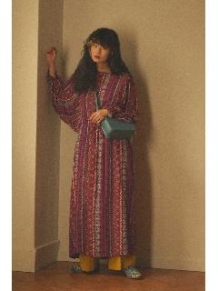 モザイクプリントドルマンスリーブドレス