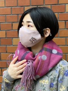 【洗えるマスク・接触冷感・消臭効果・抗菌効果・紐長さ調整可能】フラワードット刺しゅうマスク