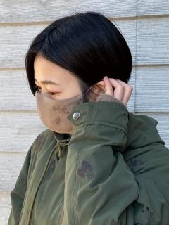 【洗えるマスク・接触冷感・消臭効果・抗菌効果・紐長さ調整可能】アーティストコラボ「気ままは楽しい」刺しゅうマスク